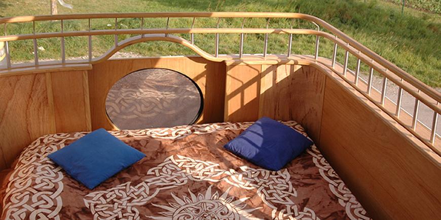 Roadyacht, Busreise, Urlaub, Schlafmöglichkeit, Bett im Freien
