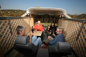 Roadyacht, Busreise, Touring & Private Partys, entspannen bei einem Glas Wein